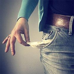 Pede dinheiro para os amigos e vasculha os bolsos das suas calças e casacos
